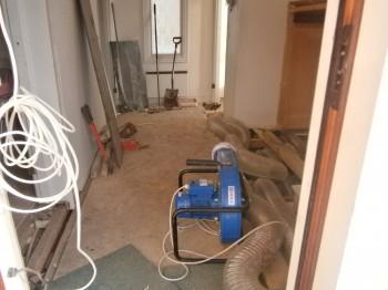 Vi installerar krossen med fläkt/asennamme krossin puhaltimella.